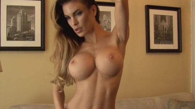 Mature masturbates with sex toys on webcam 4